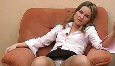Cute bombshell masturbates in kneeside position and spreads her leggy pussy