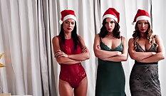 Sasha and Naomi blowbang santa