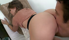 Amateur babe Riley Reid playing with pussy & more